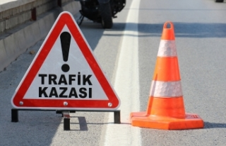 Aksaray'da otomobil bariyerlere saplandı: 2...