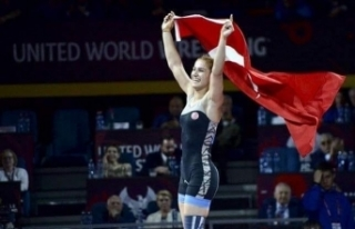 Buse Tosun, Poland Open Güreş Turnuvası'nda gümüş...