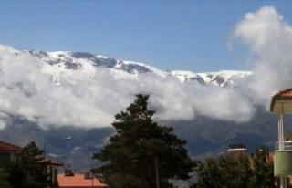 Erzincan'daki Esence ve Munzur dağları haziranda...