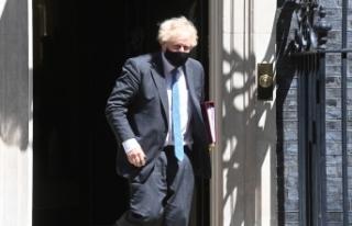 """İngiltere Başbakanı Johnson: """"Donanma gemisi,..."""