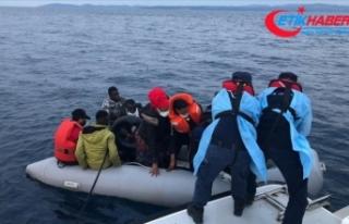 İzmir açıklarında Türk kara sularına itilen...