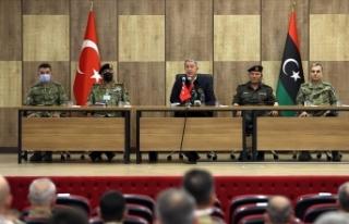 Milli Savunma Bakanı Akar, Libya'da askeri yetkililerle...