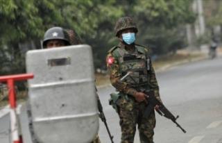 Myanmar'da darbeden bu yana en az 800 askerin...