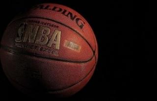 NBA'de Nets, Kevin Durant'in 49 sayı attığı...