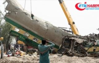 Pakistan'daki tren kazasında ölenlerin sayısı...