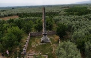 Roma dönemine ait 12 metre yüksekliğinde anıt...