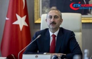 Adalet Bakanı Gül, başsavcılıklarca yangınların...