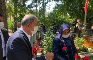 Bakan Akar Kayseri Protokolü ile şehitlik ziyaretlerine...