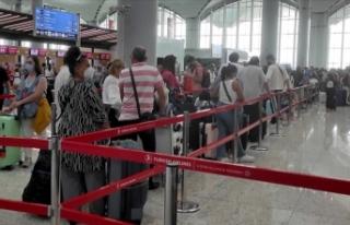 İstanbul havalimanlarında bayram tatili dönüşünde...