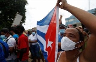 Küba'da hükümet karşıtı protestolara katılan...