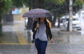 İstanbul'un bazı ilçelerinde yağmur etkili...