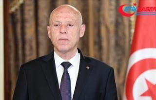 Tunus'ta Cumhurbaşkanı Said, Başbakanı görevden...