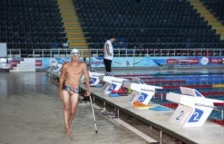Engelli yüzücü Metehan'ın hedefi milli forma...