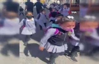 İsrail güçleri okula göz yaşartıcı gaz attı:...