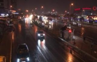 İstanbul'da sağanak yağış etkisini göstermeye...