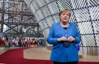 """Merkel: """"Polonya'nın Belarus sınırındaki göçmenlerin..."""
