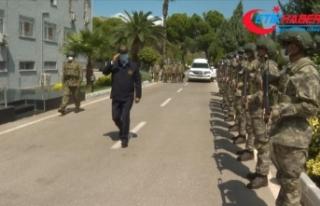 Milli Savunma Bakanı Akar, beraberindeki komutanlarla...