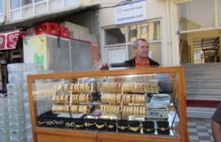 Simit satar gibi altın bilezik satıyor...40 yıllık...