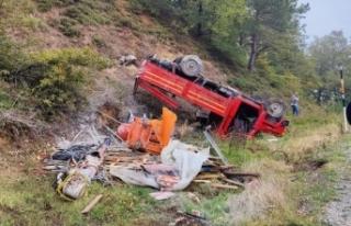 Bursa'da freni patlayan kamyonet şarampole yuvarlandı:...