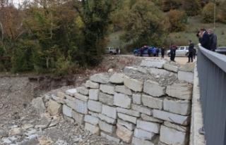 Karabük'te kuvvetli sağanak nedeniyle yıkılan...