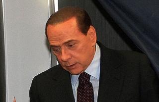 Berlusconi'den Türkiye uyarısı!
