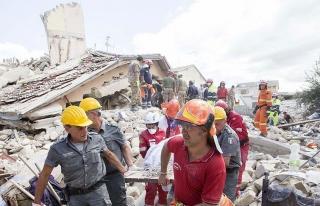 İtalya'daki depremde ölenlerin sayısı 247'ye çıktı