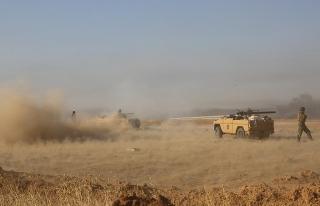 Musul'un girişinde Irak ordusu ile DEAŞ arasında...