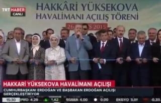 TRT bu sefer doğruyu söyledi: Davutoğlu'nu görmezden...