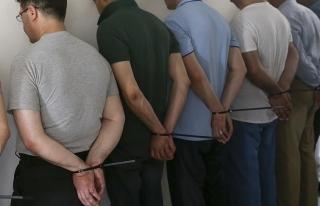 Kars'ta adliyeye sevk edilen 43 askerden 20'si tutuklandı...