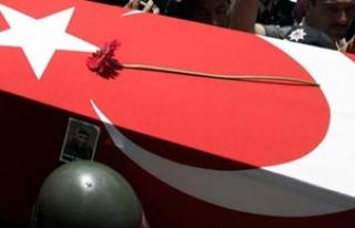 Şehit uzman çavuşun cenaze töreninde ağlatan...