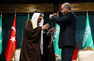 Erdoğan, Kral Selman'a Devlet Nişanı takdim etti