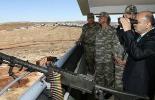 Milli Savunma Bakanı Işık sınır hattında