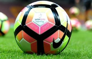 Süper Lig'de 12. hafta iki karşılaşmayla başlıyor