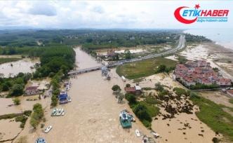 Kocaali-Akçakoca kara yolu sağanak nedeniyle ulaşıma kapandı