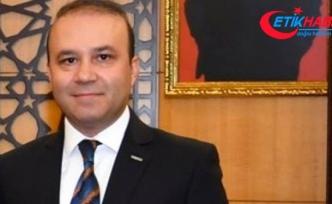 Atatürk'ü sevmiyorsan, onun kurduğu kurumda ne işin var?
