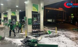Lüks cip kontrolden çıkarak benzinliğe daldı: 4 yaralı