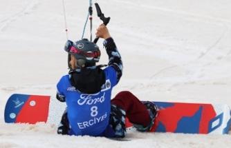 Dünya Paraşütlü Kayak Kupası Erciyes'de başladı