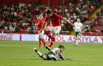 Hakan Çalhanoğlu: Milan'da gösterdiğim performansı, milli takımda da göstermek istiyorum