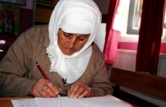 Naciye nine, okuma- yazma kursunda sınıf başkanı oldu