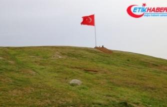 Suriye sınırına dev Türk bayrakları