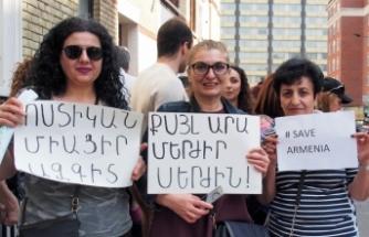 Londra'da Sarkisyan karşıtı gösteri