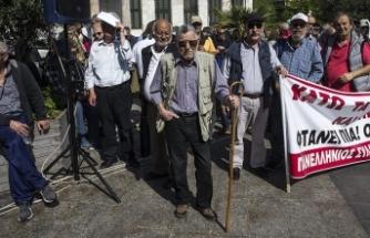 Yunanistan'da emekliler kemer sıkma politikasına karşı yürüdü