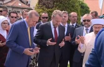 Erdoğan'dan Kovaçi Şehitliğine ziyaret