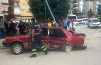 Ters yöne giren araç, otomobille çarpıştı: 5 yaralı