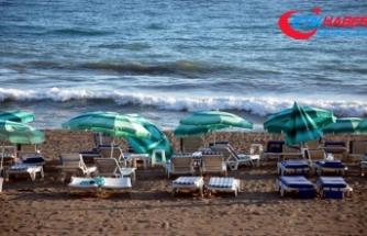 Antalya'da seçim nedeniyle sahiller boş kaldı