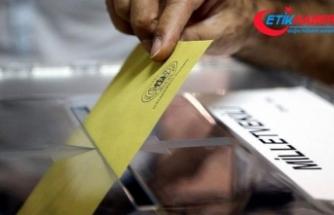 Saadet Partisinin sandık görevlisi mükerrer oy kullanmaya çalışırken yakalandı
