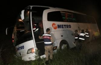 Yolcu otobüsü şarampole devrildi: 7 kişi yaralandı