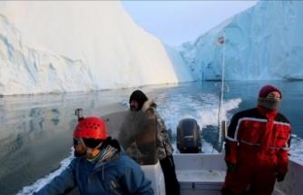 11 milyon tonluk dev buz kütlesi köyü tehdit ediyor
