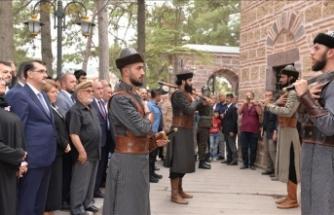Bakan Dönmez Ertuğrul Gazi Türbesi'ni ziyaret etti