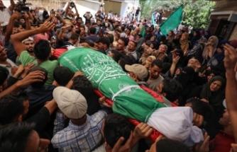 Gazze şehitlerini toprağa verdi